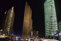 Berlin wieżowce nocą